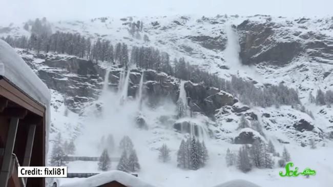 大きな音で雪崩は起きない? 雪...