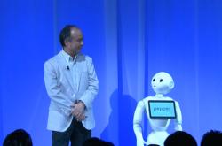 """孫正義氏が考える""""日本復活の方程式""""とは? 「ロボットの月給は1.7万円、休日も不要」 ソフトバンクワールド2014【全文】"""