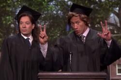 ドウェイン・ジョンソンとジミー・ファロンが卒業式スピーチのコントに登場
