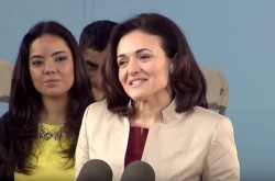 「キャリアとはハシゴではなくジャングルジム」Facebook女性COOがハーバード卒業式で語ったこと