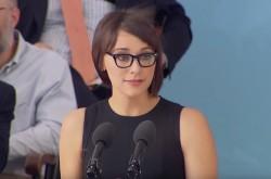 「あなたたちは馬鹿、ハーバード卒業生に成功者はいません」ハリウッド女優が母校で語ったメッセージの真意
