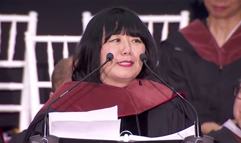 「夢と決意は何よりもその人を成長させる」アナ・スイが卒業式スピーチで若者に贈ったエール