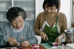ばあちゃんの料理はクリエイティブだ––ある1人の女性が、世界中の人生の先輩のレシピ集めから学んだこと