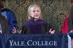 「真実と事実、道理を求めて立ち上がることから始めよう」 ヒラリー・クリントン氏がイェール大で語ったレジリエンスの力
